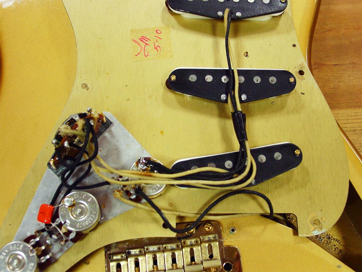 Fender_1989_HLE_Strato_11.jpg